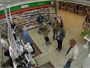 Krádež v lékárně v Globusu.