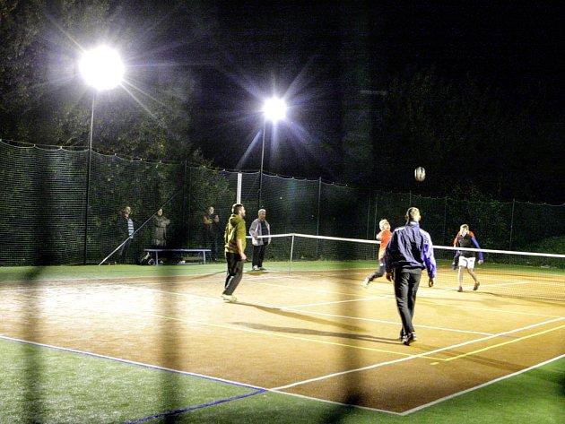Noční turnaj v nohejbalu ve Starém Mateřově