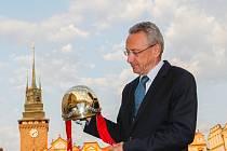 Pavel Lejhanec se Zlatou přilbou pro 68. vítěze stejnojmenného plochodrážního závodu.