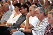 Mimořádné zasedání zastupitelstva se konalo  právě kvůli zájmu veřejnosti  ve velkém sále Ideonu