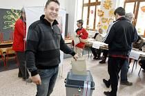 Pardubice - volby na ZŠ Závodu míru