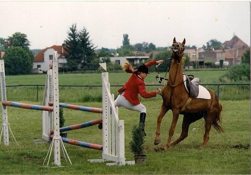 ke koním se vrátila po studiu na DAMU.