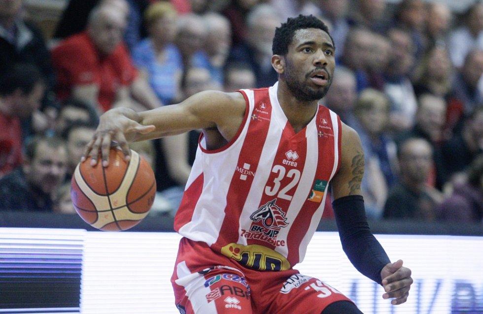 Pardubice ve druhém čtvrtfinále porazily Ústí o jediný bod - 76:75.