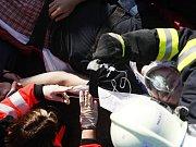 Takhle po střetu se srnou dopadlo auto záchranářů.