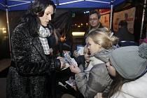 Česko zpívá koledy 2013 v Pardubicích. Hostem večera byla i olympionička Šárka Kašpárková.