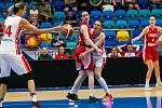 Basketbalistka Petr Kulichová s č. 14 v přípravném utkání Česko - Chorvatsko.