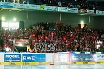 Hokejisty bude vítat červeně rozblikaná aréna