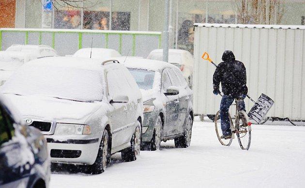 Sněhová nadílka definitivně zasypala nejen Pardubice, ale i celou republiku.