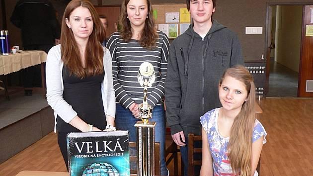 Vítězný tým Gymnázia Dašická ve složení: Klára Geierová, Táňa Nacu, Jana Drahozalová a Vojtěch Melichar
