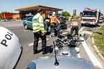 Střet dvou osobních aut po nedání přednosti na Chrudimské ulici v Pardubicích skončil naštěstí jen odřeninami.