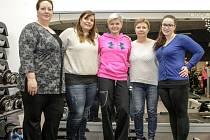 Naše soutěžící: Renata Bořková, Michaela Bezdíčková, Jana Nermuťová a Lucie Smažilová (zleva) s Gabrielou Kristlovou (uprostřed). Cvičit začínáme už tuto neděli.