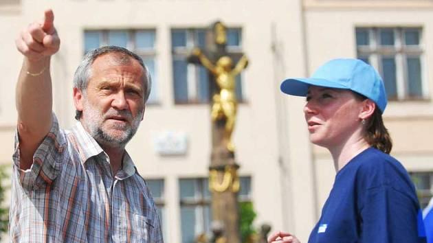 Místostarosta Holic Ladislav Effenberk a vedoucí redaktorka Pardubického deníku Pavlína Roztočilová.