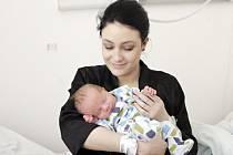 PATRIK BAHNÍK se narodil  8. března v 9 hodin a 40 minut. Vážil 3910 gramů. Rodiče Irena a Filip bydlí v Pardubicích a Patrik je jejich prvorozený.