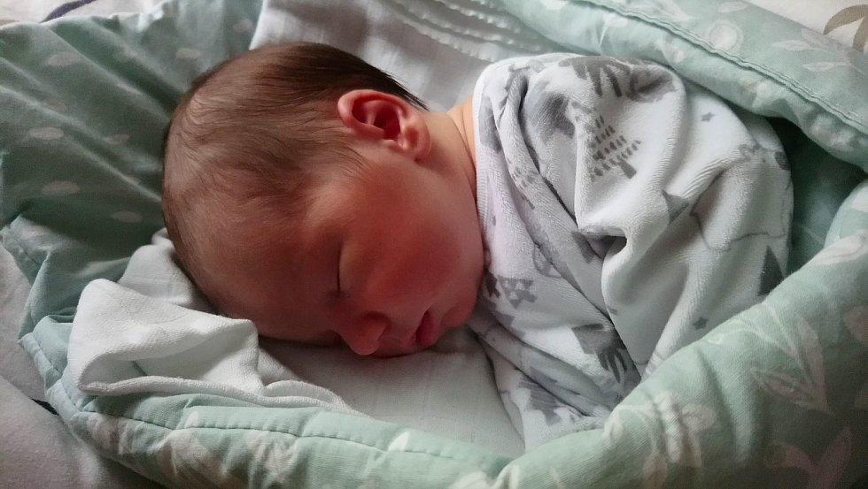 Matěj Valenta se narodil 29. 1. 2021 s délkou 50 cm a váhou 3300 g. Samou radost dělá mamince Lence, tatínkovi Tomášovi a bráškovi Jakubovi. Rodina bydlí v Pardubicích.