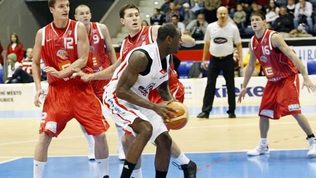 BK Synthesia Pardubice – ČEZ Basketball Nymburk 49:71