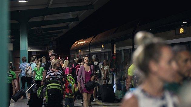 Leo Express v Pardubicích neplánovaně stavěl kvůli ohlášené bombě