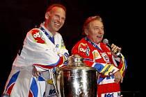 Pardubičtí hokejisté slavili titul. A byl to mejdan jak se patří..