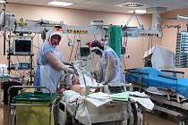 Filtry společnosti Avec Chem pomáhají í českým zdravotníkům