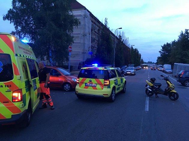 Nehoda motocyklistky vPardubicích vulici Svobody.