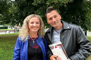Monika Jadrná a Vlastimil Neuman mají v pěstounské péči čtyři děti.