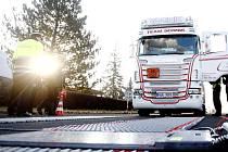 Nové mobilní váhy na nákladní vozidla má k dispozici policie v Pardubickém kraji.