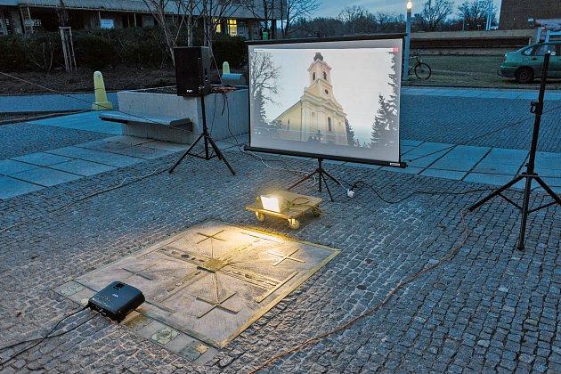 Pardubický městský kříž, zvaný Jeruzalémský, je od tohoto měsíce k vidění na náměstí za Palácem Atrium směrem k poliklinice.