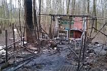 Při nočním požáru v Pardubicích utrpěl bezdomovec závažné popáleniny.