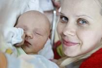 Tobias Stiller se narodil 22. května ve 12:39 hodin. Měřil 53 centimetrů a vážil 3850 gramů. Maminku Eriku u porodu podpořil tatínek Petr a rodina je z Pardubic.