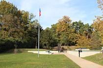 V pondělí 25. října se konalo slavnostní otevření pardubického Památníku Zámeček. Místo nacistického popraviště se proměnilo v pietní památník. Nový objekt má za cíl vyprávět příběhy hrdinů z Pardubic.