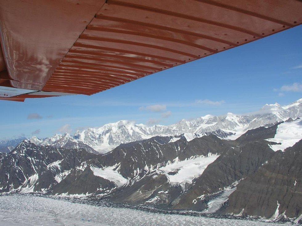 Pohled na aljašské hřebeny z letadla