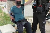 Donucovací prostředky proti agresivnímu muži museli v Semtíně použít městští strážníci.