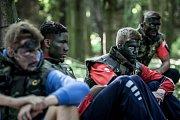 Bude to boj. Basketbalisté BK JIP Pardubice vstoupili do nové sezony kurzem přežití pod dohledem pardubických vojáků 14. pluku logistické podpory.