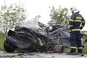 Smrtelná nehoda u Dražkovic. Střet s nákladním vozidlem řidič octavie nepřežil.