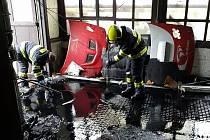 Požár autoservisu v Rosicích