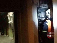 Požár sklepa ve Valčíkově ulici v pardubických Polabinách. Podruhé za týden. Tentokrát už nešlo o náhodu.
