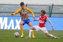 Fotbalové utkání FORTUNA:LIGY mezi FK Pardubice (v červenobílém) a SFC Opava na Městském stadionu Ďolíček v Praze.