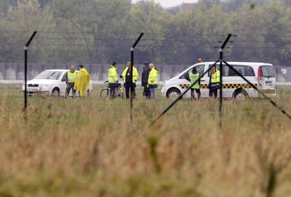 Boeing 737-800 skončil po nezdařeném přistání mimo dráhu