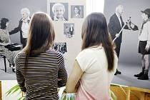 Gymnázium Mozartova představilo výstavu Dějiny bezpráví
