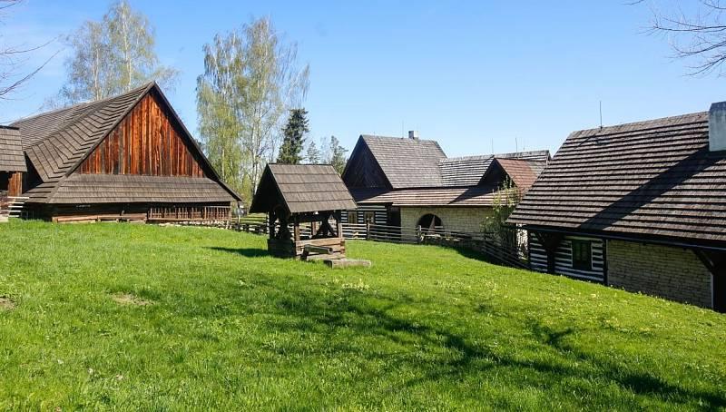 Krásná krajina a historie. To je Muzeum v přírodě Vysočina, skanzen Veselý Kopec. O víkendu tam navíc na jarmark zavítají desítky šikovných řemeslníků z celé České republiky.