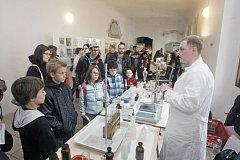 Noc mladých výzkumníků nabídne pokusy i kulturu