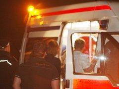 Do záchranky mladíka doprovázeli i dva strážníci.