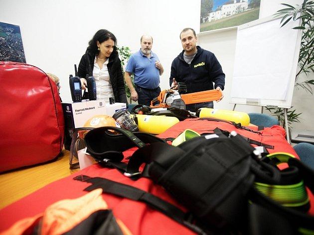 Nové vybavení pro hasiče MO1 poslouží k výcviku a poté i ve službě.