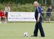 Měsíc po fotbalové bitvě, ve které si Hradec Králové výhrou v Pardubicích zajistil postup do nejvyšší soutěže, se oba týmy utkaly znovu.