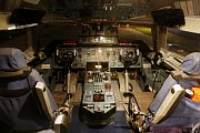V pilotní kabině Ruslanu. Letovou posádku tvoří šest lidí.