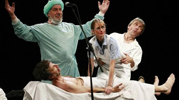Besídka. Ve Východočeském divadle se uskutečnilo představení kultovního pražského Divadla Sklep