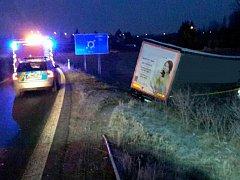Řidič kamionu po nehodě připadal opilý i hasičům. Nadýchal přes dvě promile.