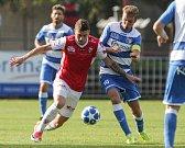 Utkání Fotbalové národní ligy mezi FK Pardubice (v červenobílém) a FK Ústí na Labem.