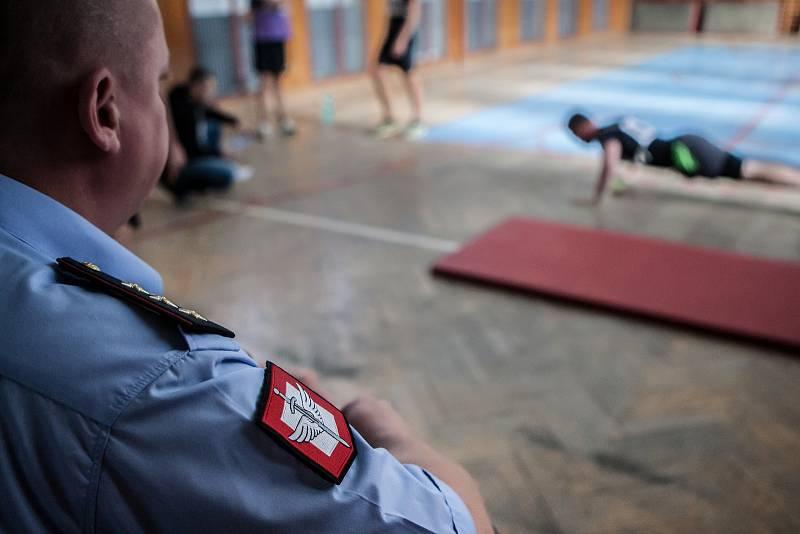 Fyzické vstupní testy k policii v Pardubicích. V Pardubickém kraji momentálně chybí 25 policistů.