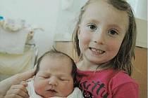 Denisa Pozlerová se narodila 20. dubna v 11:04 hodin. Měřil 48 centimetrů a vážil 3350 gramů. Maminku Pavlu u porodu podpořil tatínek Tomáš a sestřičku si pochovala i Editka (3,5 roku). Rodina bydlí v Lázních Bohdanči.