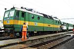 Lokomotiva se zaklínila do posledního vozu osobního vlaku